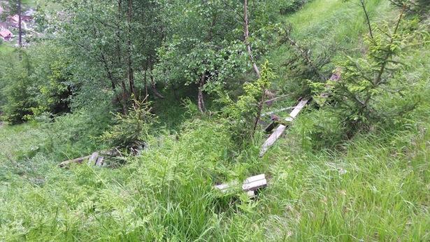 Die Reste der abgestürzten Plattform