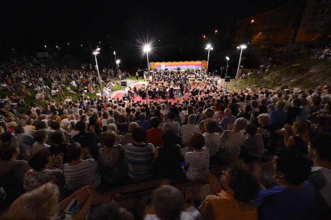 Das Haydn Orchester im Semirurali Park: Aufforderung zum Tanz