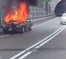 Mercedes in Flammen