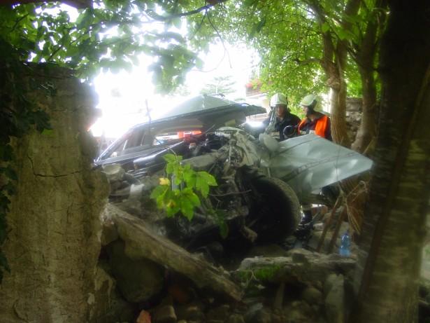 Der Unfallwagen (Fotos: FF Brixen)