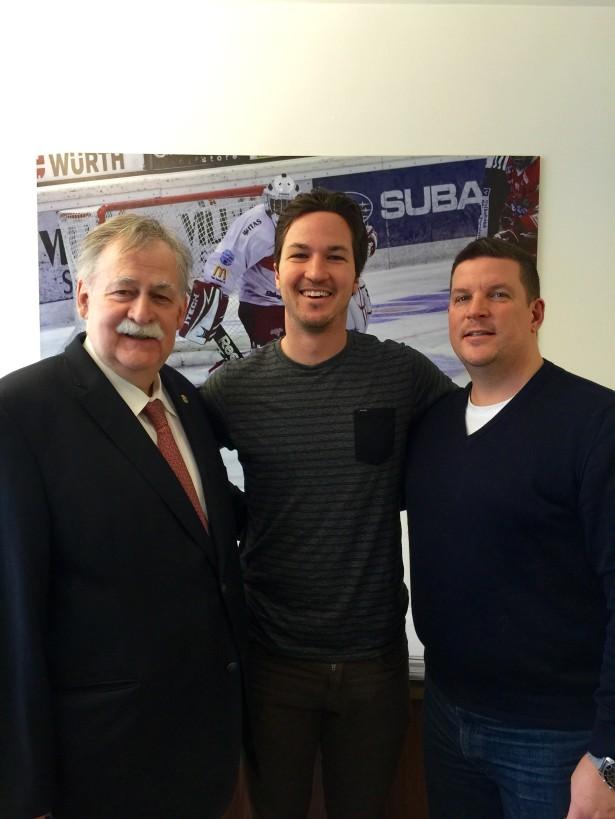 Dieter Knoll mit Brodie Reid und Coach Tom Pokel