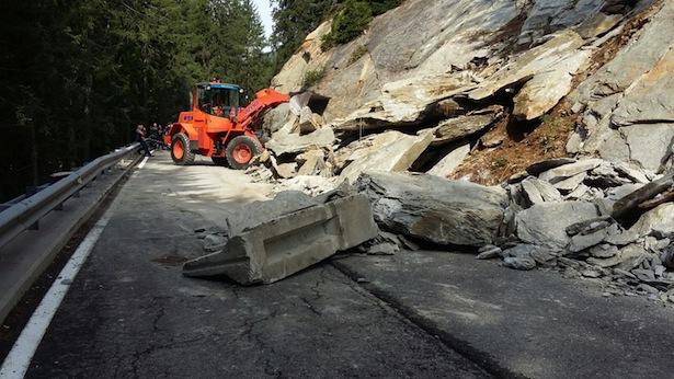 Der Felssturz (Fotos: Straßendienst)