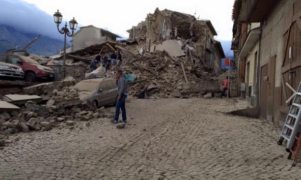 Eingestürzte Häuser in Amatrice (Foto: Rieti Life)