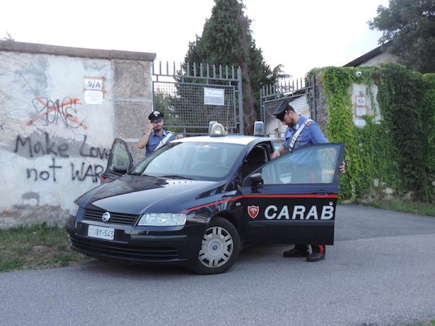 Carabinieri vor der Ex-Mercanti-Kaserne