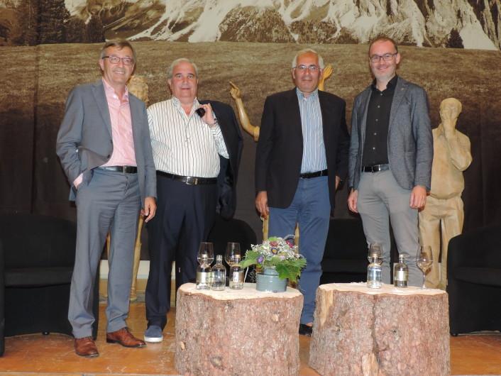 Foto Francesca Witzmann (von links): Florian Kronbichler, Abgeordneter und Sekretär der Moro-Kommission, Giuseppe Fioroni (Präsident), Gero Grassi (Mitglied der Kommission), Tobia Moroder, Bürgermeister von St. Ulrich