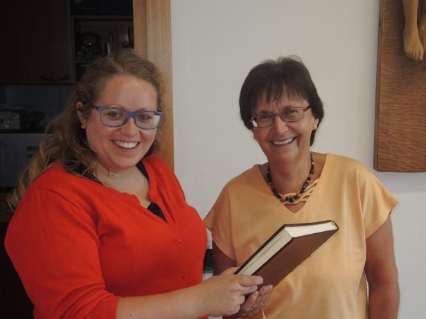Sigrid Prader (rechts) mit Filippa Schatzer, 1. SKJ-Landesleiterin.