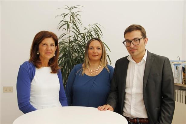 Astrid Kofler (Bildmitte) ist die neue Präsidentin des neuen, nur mehr dreiköpfigen ABD-Verwaltungsrates, im Bild mit den beiden weiteren Mitgliedern Cristina Bernardi und Dominik Holzer