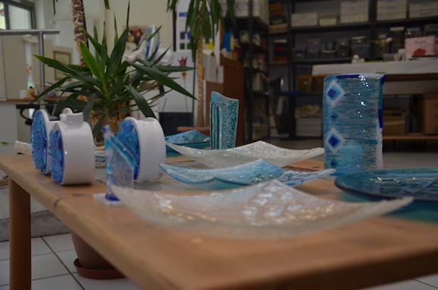 Die Sozialgenossenschaft Kaleidos stellt Einrichtungs- und Gebrauchgegenstände aus Glas, Keramik und Stoff her. (Foto: LPA/Barbara Franzelin)