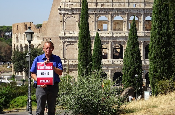 Roland Lang vor dem Kolosseum (Foto: SHB)