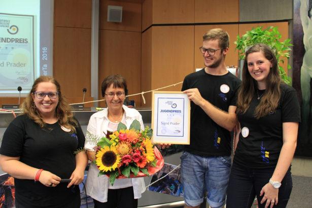 Jugendpreisträgerin Sigrid Prader mit den Landesleitern Filippa Schatzer, Thomas Jöchler und Sonja Gruber