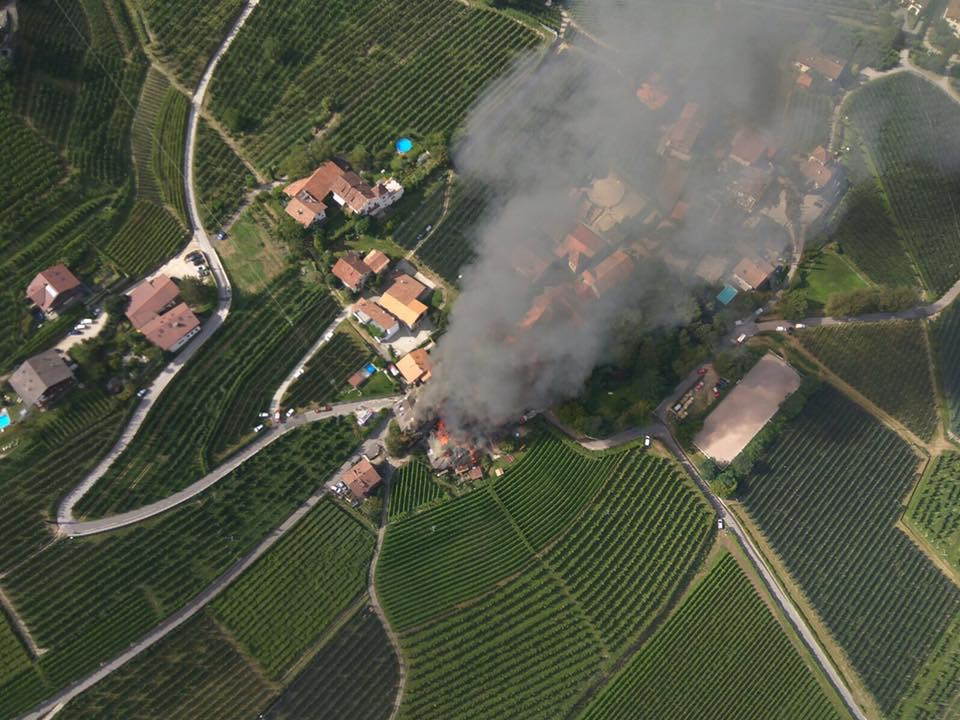 Der Großbrand (Fotos: FF Tscherms)