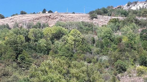 Die Rettungsaktion in Staben: Im Bild rechts unten sind die Bergretter zu erkennen (Foto: Tobias Vent)