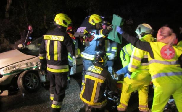 Der Einsatz der Feuerwehr am Unfallort (Foto: Berufsfeuerwehr)