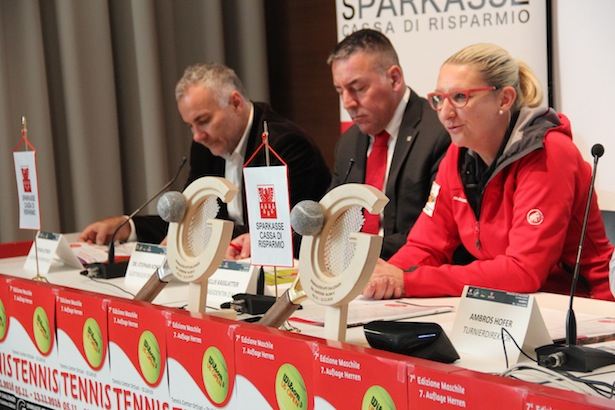 Stefan Leitner (Südtiroler Sporthilfe), Stephan Konder (Südtiroler Sparkasse), Ellis Kasslatter (OK Präsidentin Sparkasse ATP Challenger Val Gardena Südtirol)