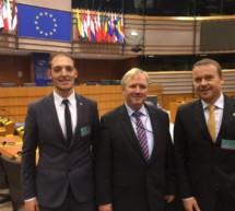 Pöder in Brüssel