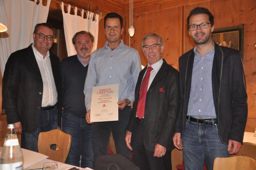 Foto ©ssvbruneck2016 : (v.l.n.r.) Willi Marinoni, SSV Präsident Peter Summerer, Simon Pramstaller, VSS-Obmann Günther Andergassen, Bürgermeister Roland Griessmair