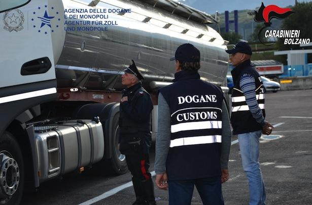 operazione-pietro-carabinieri-e-dogane-durante-un-controllo-ad-un-camion-cisterna