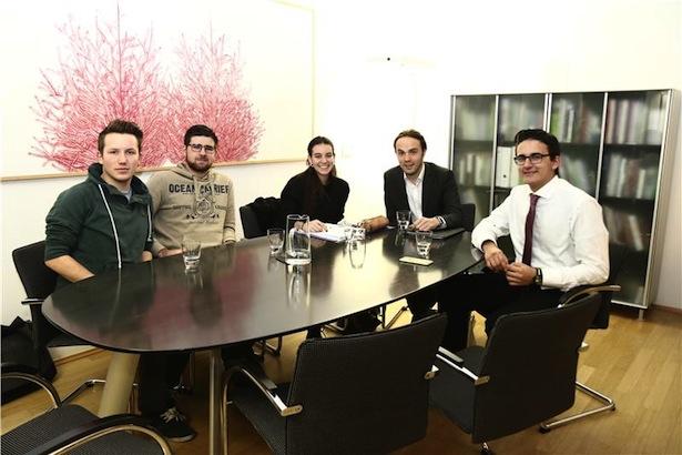 LR Achammer (2. v.r.) mit Jasmine Rouimi (Mitte), Max Ebensperger (1. v.r.) sowie Thomas Wohlgemuth (1. v.l.) und (2. v.l.) Tobias Muscatello. Foto: LPA/me