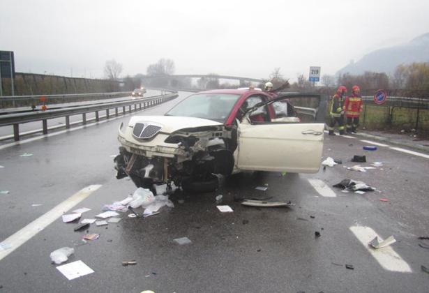 Der Crash auf der MeBo (Fotos: Berufsfeuerwehr Bozen)
