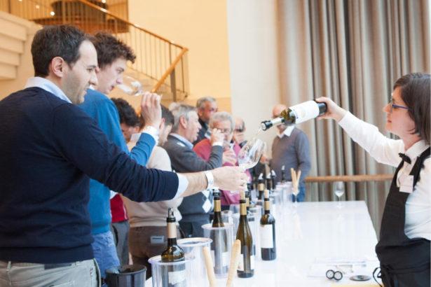 Weinverkostung im Stadttheater Bozen (Foto: IDM)