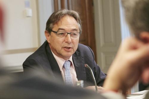 Senator a.D. Oskar Peterlini während der Aussprache