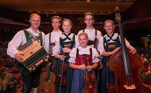 Familie Huber hat den Herma Haselsteiner Preis für besonders vorbildhaftes Musizieren gewonnen.