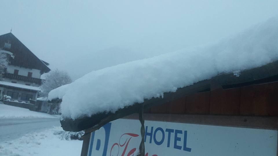 Schneefall in Kasern