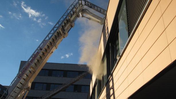 Der Brand im Spital (Fotos: FF Bruneck)