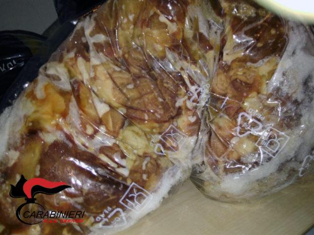Das sichergestellte Gammelfleisch (Fotos: NAS)