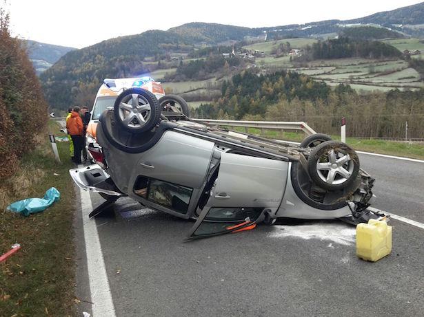 Unfall auf der Pustertalerstraße (Fotos: FF Schabs)