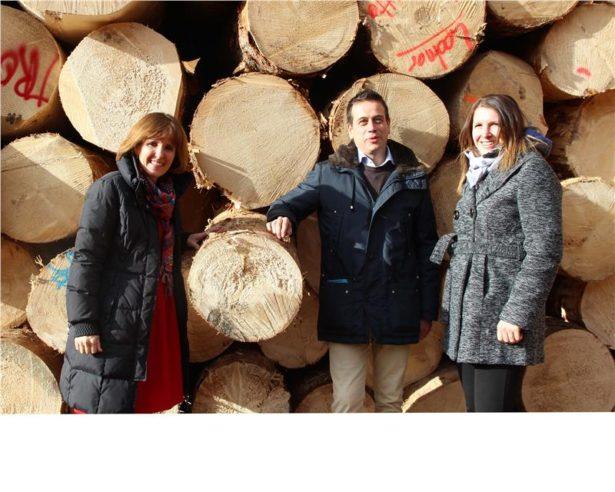 Besuch von LRin Deeg bei Sarner Holz mit Michael Egger und Nadia Rier.