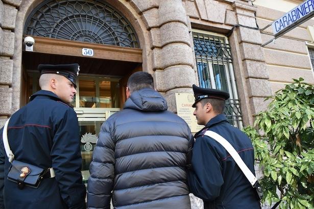 carabinieri verhaftung handschellen