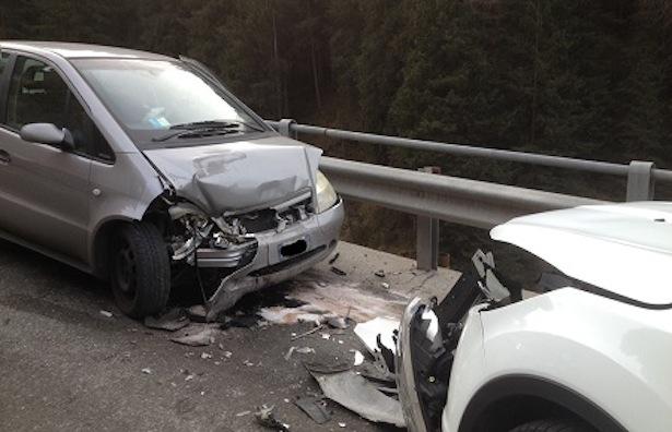 Die beiden Unfallautos (Foto: FF Wolkenstein)