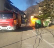 Brennender Müllcontainer