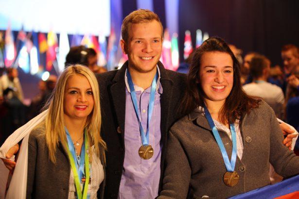 Die frischgebackenen Europameister Nadine Lanziner, Stefan Chisté und Denise Giacosa