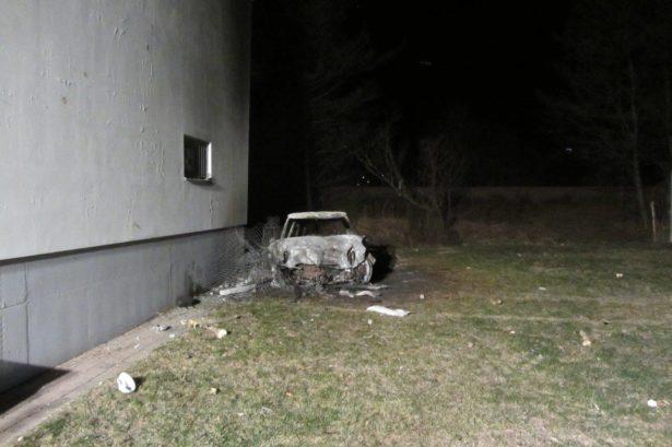 Das ausgebrannte Auto (FF Naturns)