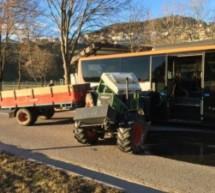 Traktor prallt gegen Bus