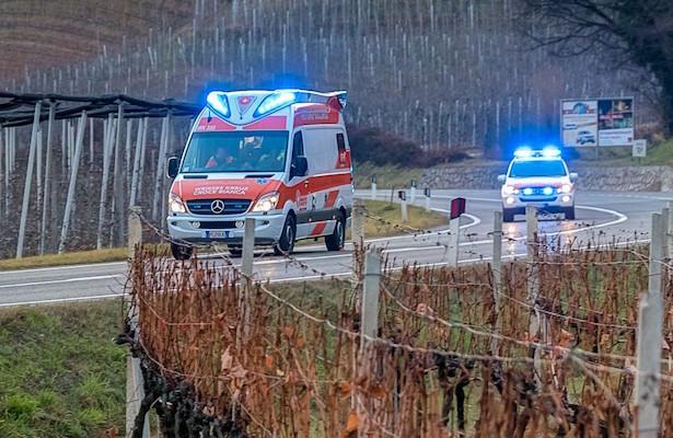 Auto überschlägt sich in Tramin: Eine Person verletzt