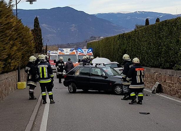 Unfall in Eppan (Fotos: FF St. Michael Eppan)
