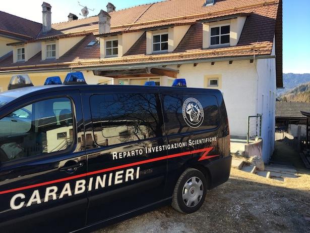 20170110-i-carabinieri-del-ris-sulla-scena-del-crimine-1