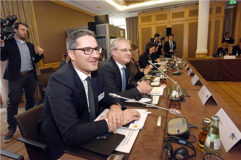 LH Kompatscher bei der EUSALP-Generalversammlung - Foto: Stefano Cavicchi
