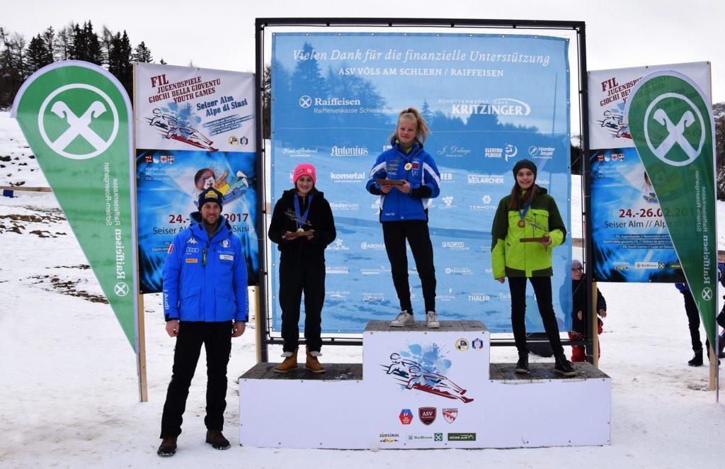Stephanie Planer holte sich in der Kategorie Jugend II weiblich den Sieg (im Bild auch Patrick Pigneter)