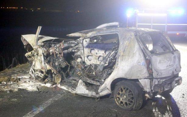 Das ausgebrannte Wrack des Fiat Punto (Foto: FF Leifers)