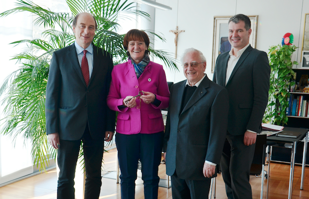 Die Schlüsselübergabe in Lengmoos am Ritten mit Landesrätin Martha Stocker, Prior Othmar Wieland und Caritas-Direktor Franz Kripp