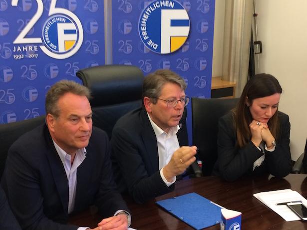 Pius Leitner bei der Pressekonferenz