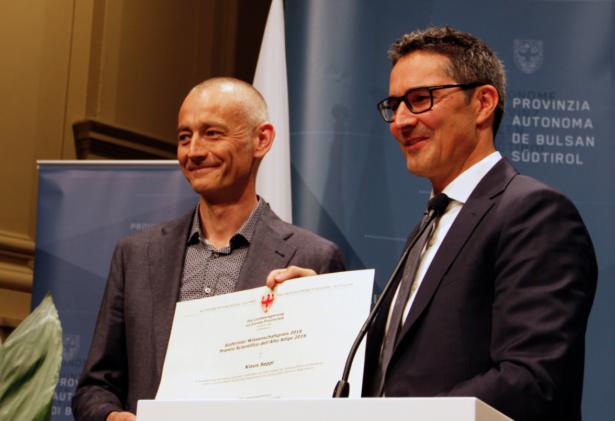 LH Kompatscher mit Preisträger Seppi