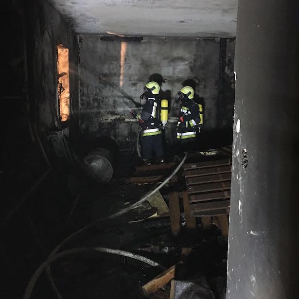Gebäudebrand (Foto: FF Bozen)
