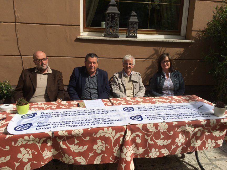 Bild v.l.n.r.: Robert Janek, Hansjörg Kofler, Klaus Grisser und Erna Marsoner