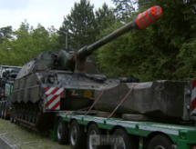 Panzer auf der Autobahn