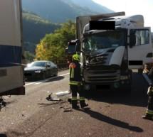 Crash zwischen zwei Lkw